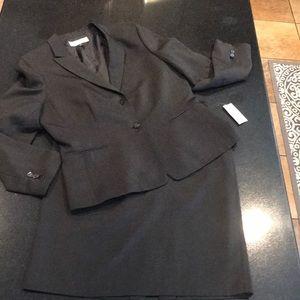 Tahari NWT 2 Piece Black Skirt Suit Size 14